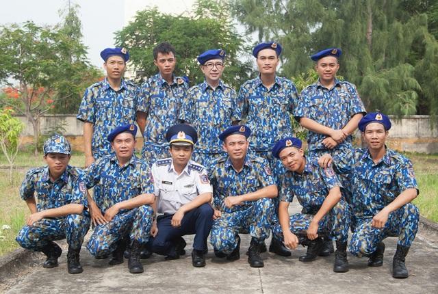 Tham gia chương trình, Long Nhật đã thay bằng một bộ trang phục của Cảnh sát biển Việt Nam để có sự thoải mái, không gò bó. Đặc biệt sẽ khiến người dân không ngại ngùng, không có khoảng cách.