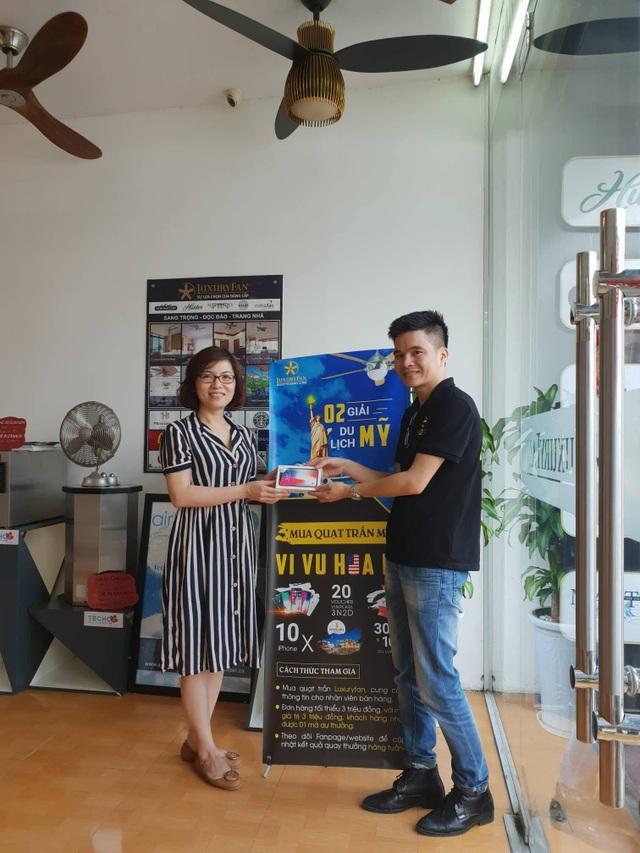 Chị Vân Anh đã mua 3 cây quạt trần Fanimation Islander cho căn hộ tại Kaengnam Landmark Hà Nội và vô cùng bất ngờ khi nhận được giải thưởng giá trị này