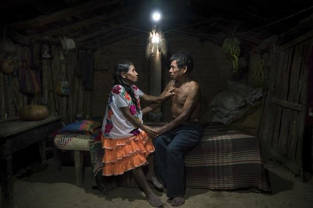 Ảnh Solar Portraits (Chân dung điện mặt trời) nằm trong dự án Solar Portraits của Rubén. Bức ảnh đoạt giải cuộc thi ảnh quốc tế về môi trường năm 2017.