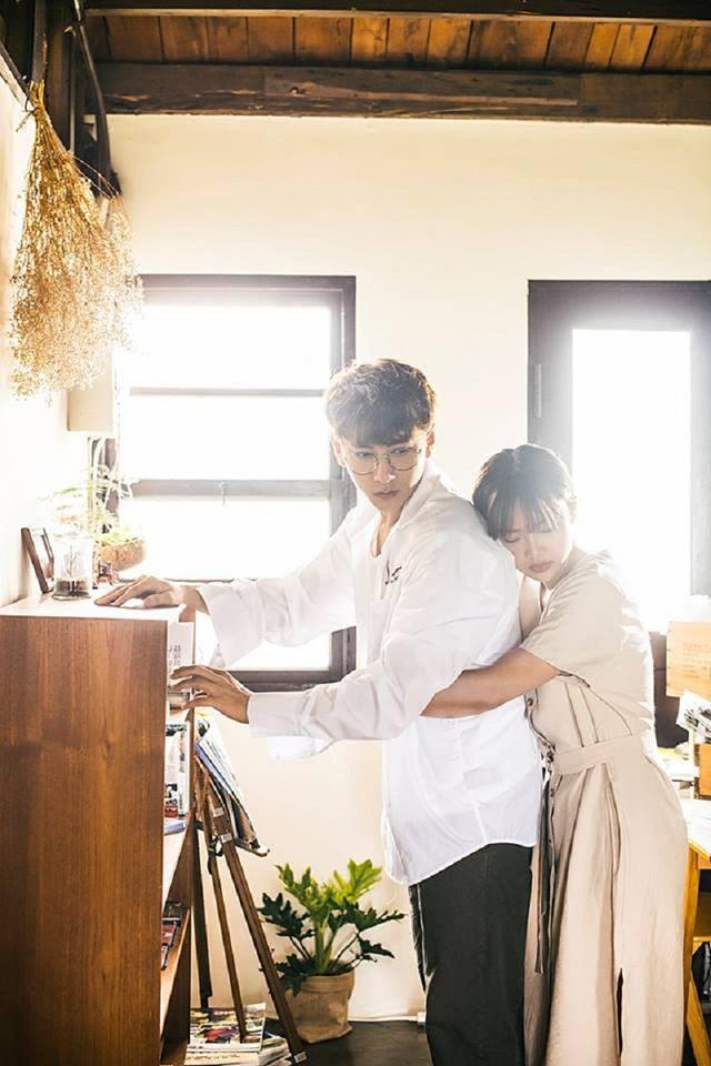 """Nữ sinh trường Báo vào vai """"bạn gái"""" ngọt ngào trong MV mới của Isaac - 2"""