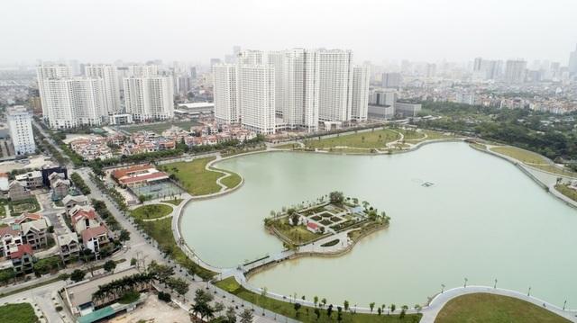 Toàn cảnh chung cư An Bình City nhìn từ hướng hồ điều hòa trong khuôn viên dự án