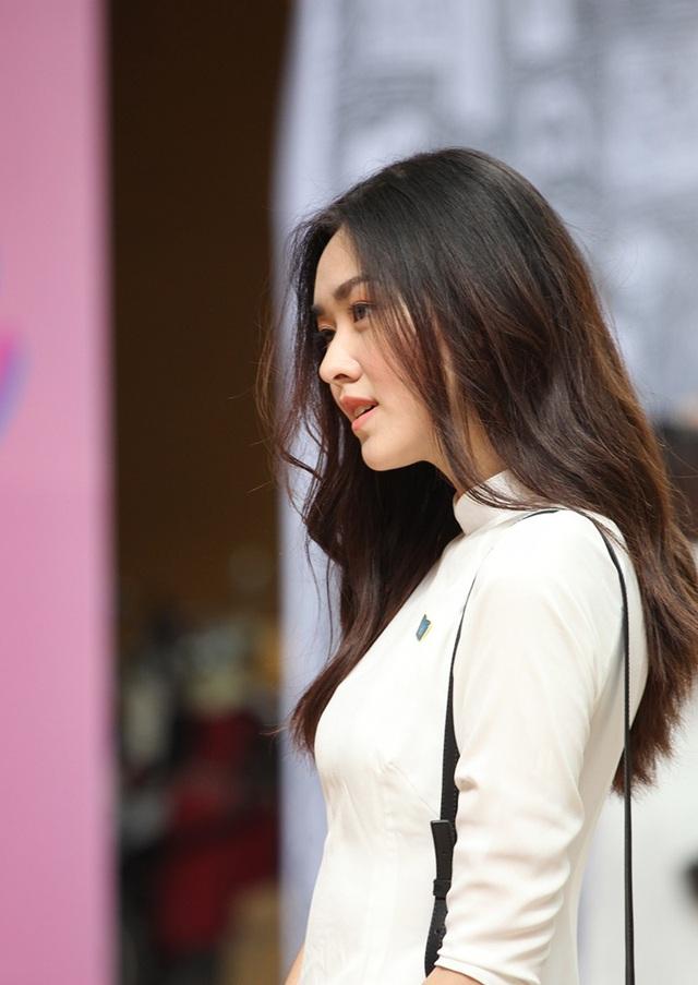 Góc nghiêng đầy cuốn hút của nữ sinh THPT Phan Đình Phùng
