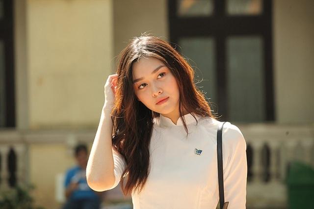 Ở một số góc ảnh, Tường San khá giống với nữ diễn viên - người mẫu Thái Lan Davika, người góp mặt trong MV Chạy ngay đi của Sơn Tùng M-TP.