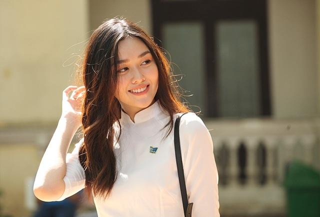 Tường San sở hữu nụ cười tỏa nắng, hồn nhiên đúng tuổi của cô học sinh cuối cấp.