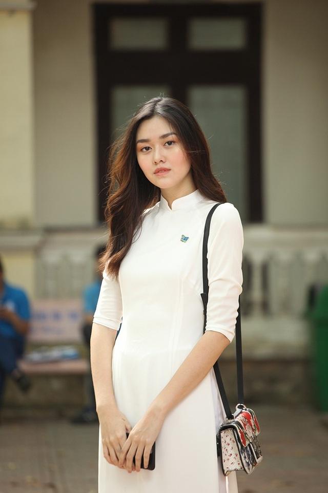 Tường San khá có tiếng trong giới người mẫu ảnh look book của các shop thời trang Hà Nội. Cô thường được biết tới với tên San Nguyễn.