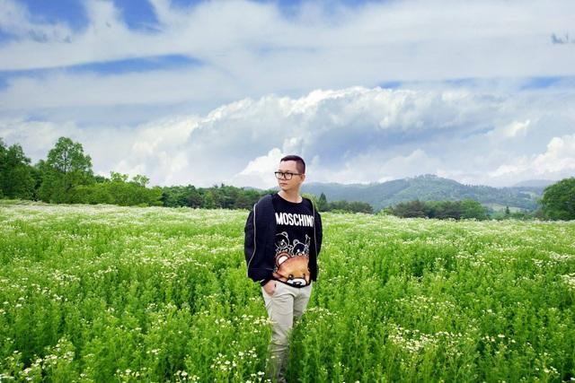 Đạo diễn Long Kan trong chuyến đi du lịch Nhật Bản.