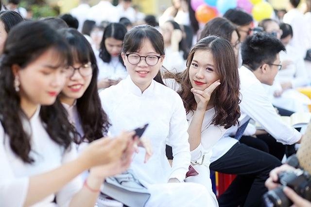 Ngắm vẻ đẹp của nữ sinh trường Bưởi trong tà áo dài ngày bế giảng - 4