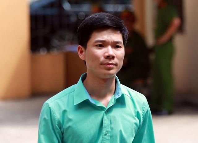 Bị cáo Hoàng Công Lương đến tòa chiều nay (23/5).