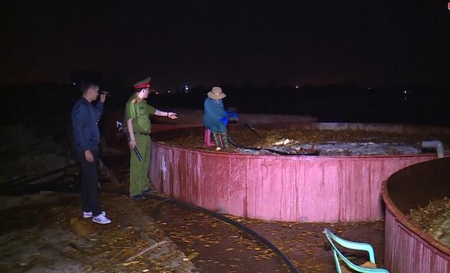 Cơ quan chức năng bắt quả tang công ty đang trực tiếp xả thải ra sông.