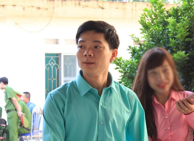 Trong phiên tòa này, bị cáo Hoàng Công Lương nhận được nhiều sự ủng hộ của chính người nhà các nạn nhân (Ảnh: Trần Thanh)