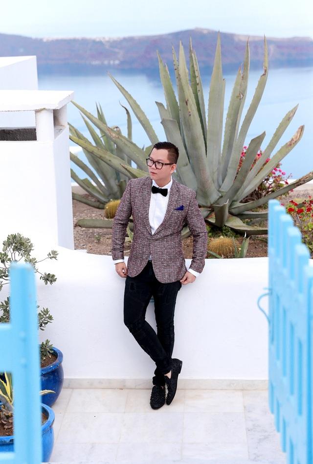 Đạo diễn Long Kan đã có dịp quay trở lại vùng biển Địa Trung Hải mà anh rất yêu thích - thiên đường Santorini.
