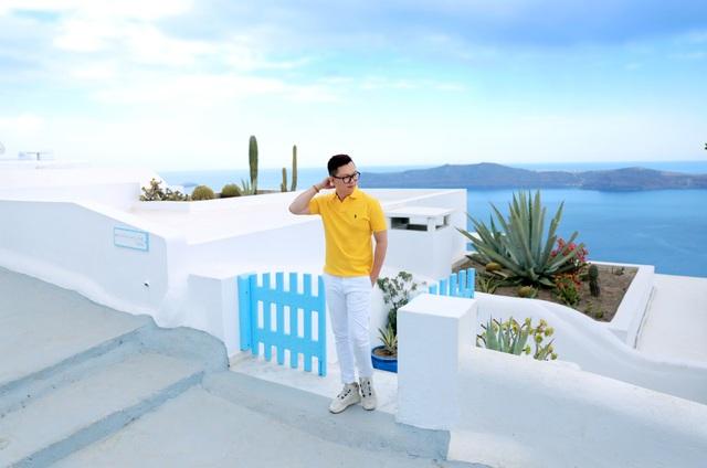 Chỉ với 2 gam màu trắng - xanh, Santorini đã thu hút biết bao trái tim lạc lối.
