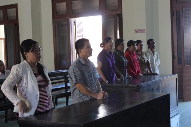 Các bị cáo và bị hại nghe tòa tuyên án