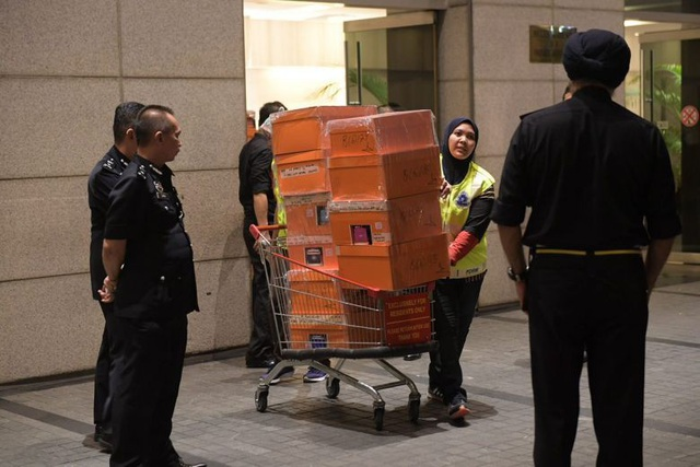 Cảnh sát Malaysia đã thu giữ lượng lớn tiền mặt và tài sản có giá trị khác trong nhà cựu Thủ tướng Najib. (Ảnh: Straits Times)
