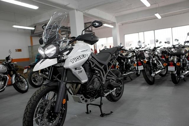 Triumph hiện có chung nhà phân phối chính thức đến từ Các tiểu Vương quốc Ả rập thống nhất, cùng với Harley-Davidson và Royal-Enfiled.