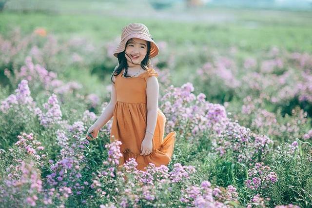 """Hình ảnh """"không thể không yêu"""" của bé gái 5 tuổi trước ống kính máy ảnh - 11"""