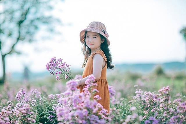 """Hình ảnh """"không thể không yêu"""" của bé gái 5 tuổi trước ống kính máy ảnh - 10"""