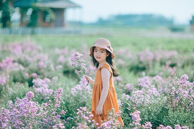 """Hình ảnh """"không thể không yêu"""" của bé gái 5 tuổi trước ống kính máy ảnh - 9"""