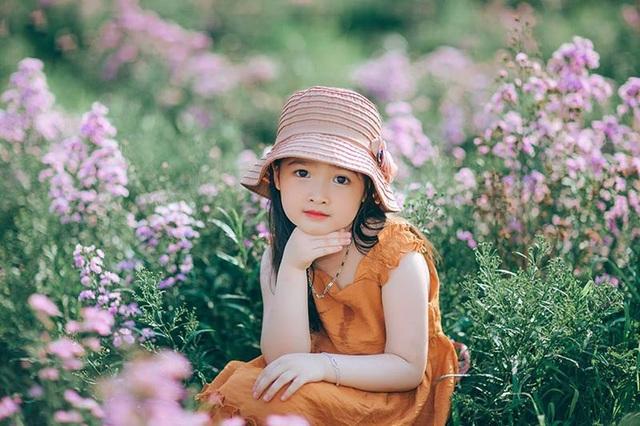 """Hình ảnh """"không thể không yêu"""" của bé gái 5 tuổi trước ống kính máy ảnh - 8"""
