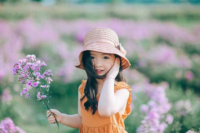 """Hình ảnh """"không thể không yêu"""" của bé gái 5 tuổi trước ống kính máy ảnh - 6"""