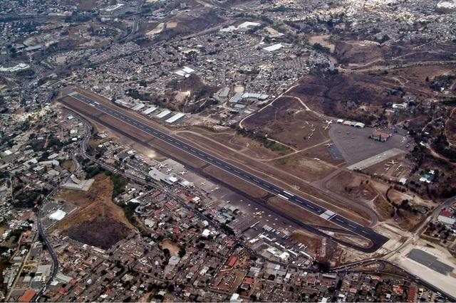 Sân bay Toncontin từ trên cao nhìn xuống (Ảnh: Wikipedia)