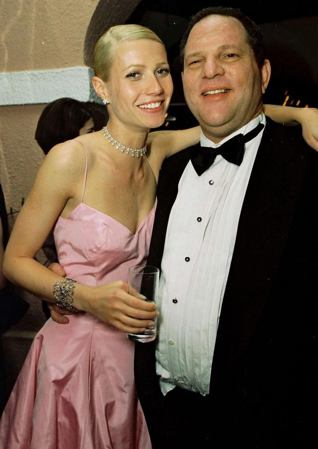 Nữ diễn viên Gwyneth Paltrow bên nhà làm phim Harvey Weinstein
