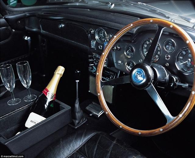 Hồi năm 2001, đây từng là món kỷ vật đắt giá nhất bước ra từ phim James Bond.