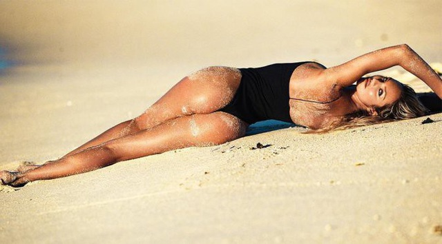Candice Swanepoel đẹp hút hồn trong bộ ảnh quảng cáo mới