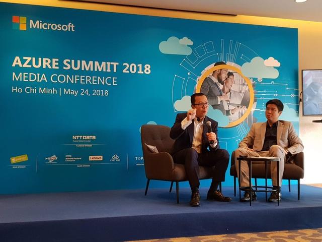 Ông Phạm Thế Trường - Tổng Giám đôc Microsoft Viẹt Nam (trái) và ông Lucky Gani, Giám đốc bộ phận marketing và operations Microsoft Việt Nam (phải)
