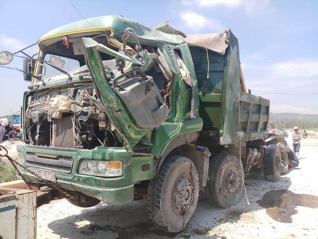 Tài xế chiếc xe tải bị thương rất nặng