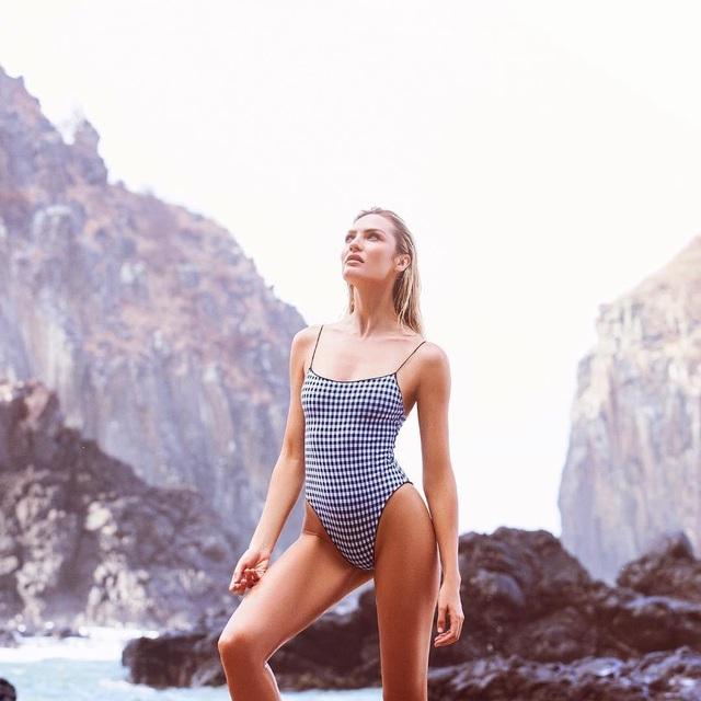 Candice Swanepoel khoe dáng vóc hoàn hảo từng centimet