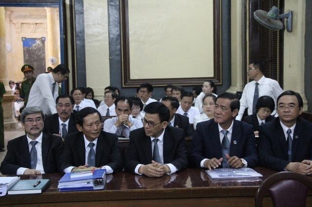 Các luật sư tại phiên tòa