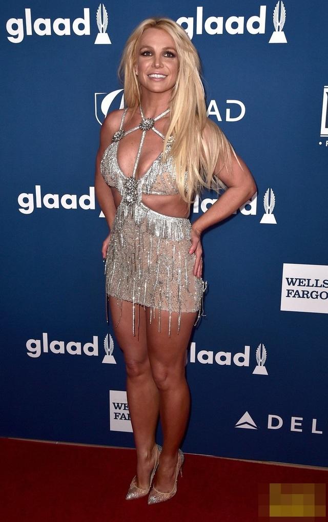 Theo Forbes, thu nhập của Britney Spears trong năm vừa qua là khoảng 34 triệu USD.