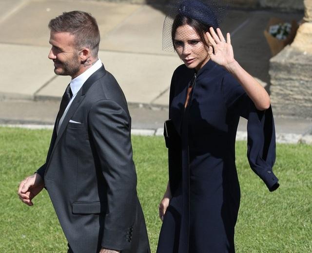 """Tại sao Victoria Beckham mang khuôn mặt """"đau khổ"""" đến đám cưới hoàng gia? - 3"""