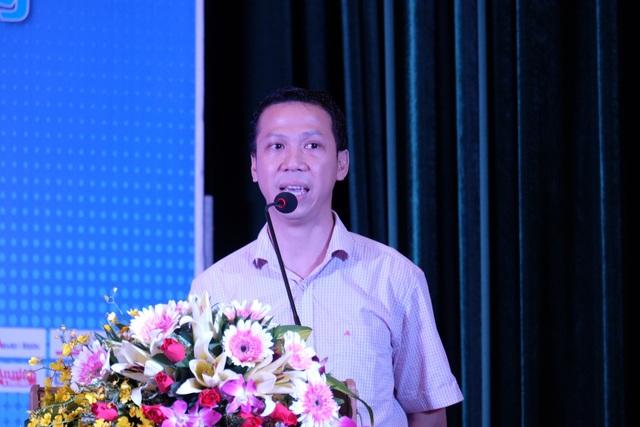 Ông Đỗ Văn Long - Giám đốc Chiến lược Infinity Blockchain Lab chia sẻ đến các sinh viên Đà Nẵng về xu thế sáng tạo trên nền tảng Blockchain và những cơ hội thành công cho sinh viên