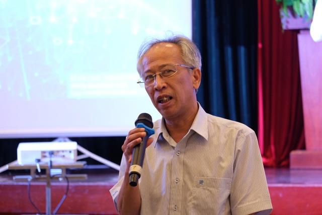 TS Nguyễn Long cho rằng, để thành công bạn trẻ cần nắm bắt chắc chắn những kiến thức nền tảng.