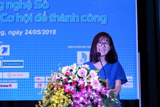 Đại diện Nhóm tác giả sản phẩm GOnJOY- Giải Ba NTĐV 2017 chia sẻ kinh nghiệm về ý tưởng đến các bạn trẻ ở Đà Nẵng.