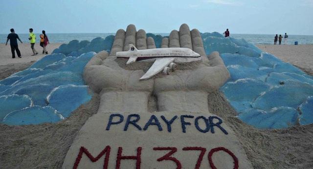 Tác phẩm bằng cát của một nghệ sĩ Ấn Độ nhằm cầu nguyện cho MH370 (Ảnh: AFP)