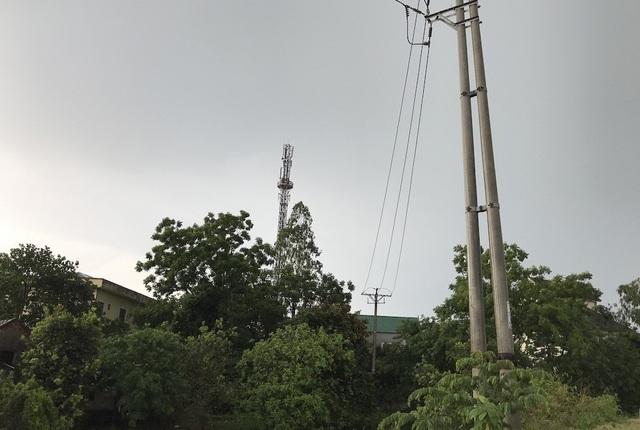 Đường dây điện trước đây thi công qua đất của ông đều được Nhà nước đền bù theo đúng quy định. Tuy nhiên, mới đây một phần đất này bị chính quyền thu hồi ...