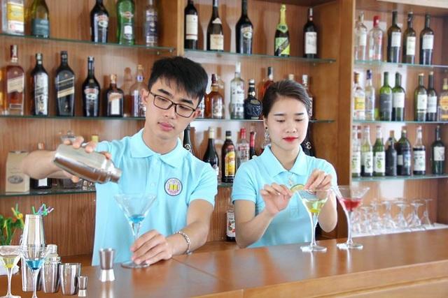 Sinh viên Kinh Bắc học thực hành trên lớp.