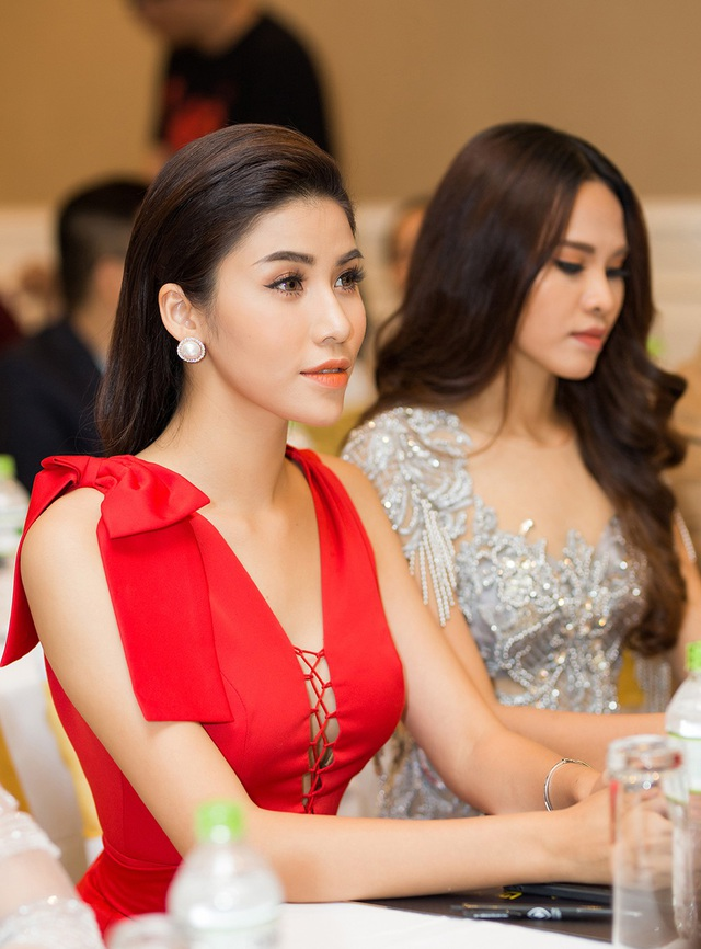 Á hậu biển Ngọc Huyền gây chú ý với chiếc váy đỏ khoe khéo vòng 1 gợi cảm