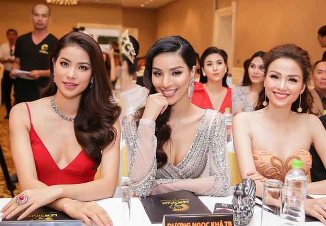 Phạm Hương rạng rỡ bên người đẹp Khả Trang và Hoa hậu Diễm Hương