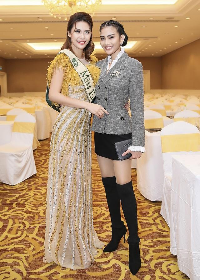 Trương Thị May đọ dáng cùng Hoa hậu Trái đất 2015 với phong cách hoàn toàn khác biệt