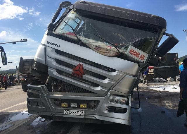 Sau cú đâm, dầu trên cả hai xe tràn ra đường đã gây bốc cháy. Tuy nhiên, may mắn sau đó, cảnh sát PCCC đã điều động xe cứu hỏa đến dập lửa.