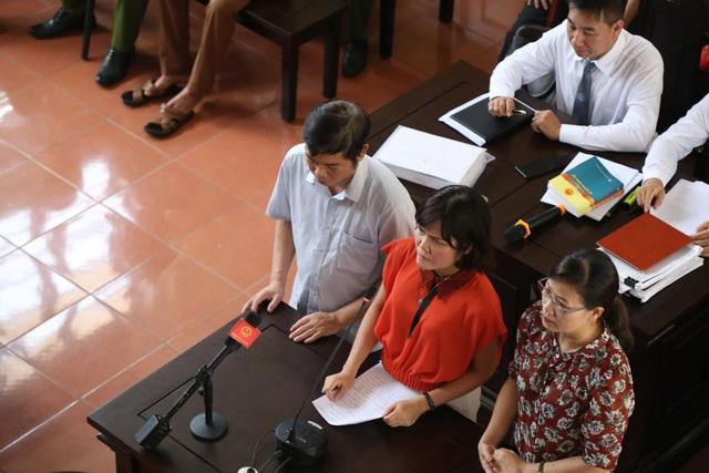 Các nhân chứng trả lời về video clip trong chiếc USB trước HĐXX.
