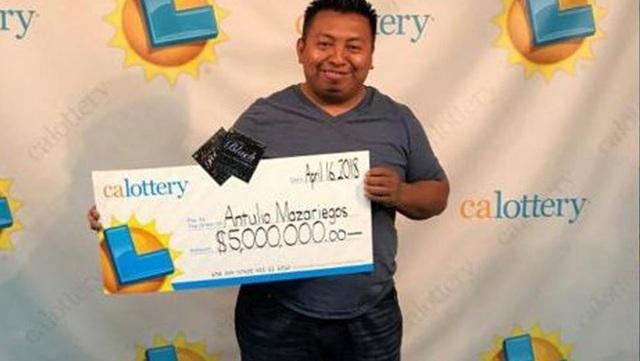 Ông Antulio Mazariegos trong lần đi nhận giải thưởng trị giá 5 triệu USD. (Nguồn: insideedition)