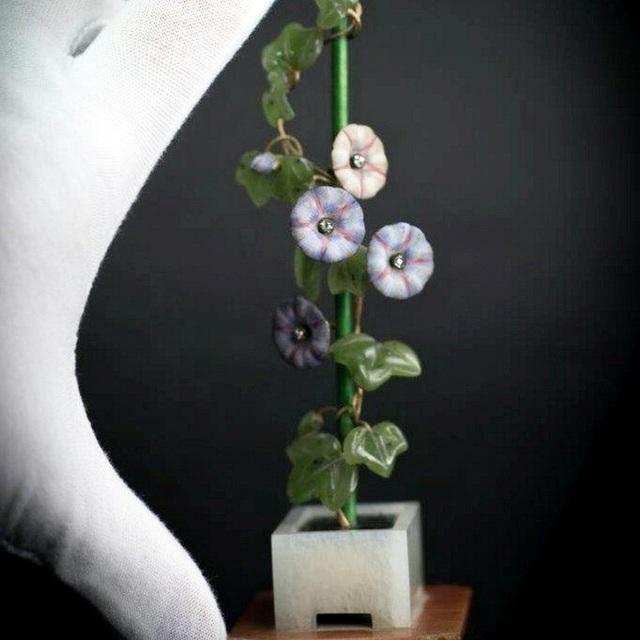 Hai cành hoa quý cất trong hộp giày có giá 15 tỷ đồng - 1