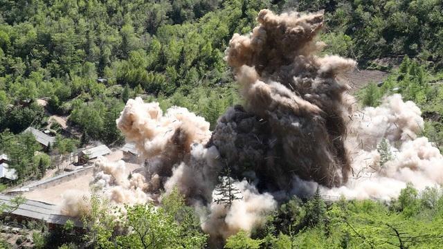 Triều Tiên tháo dỡ và đánh sập bãi thử hạt nhân Punggye-ri ngày 24/5. (Ảnh: Reuters)