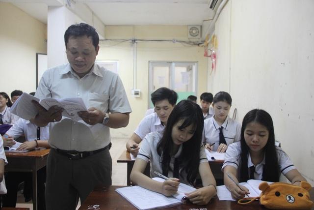 Học sinh lớp 12, Trường THPT Đào Duy Anh, TPHCM trong giờ ôn thi môn tiếng Anh
