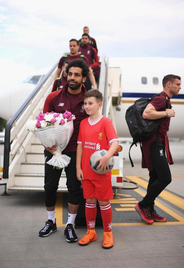 Liverpool được chào đón như những người hùng khi đổ bộ xuống Kiev - 4